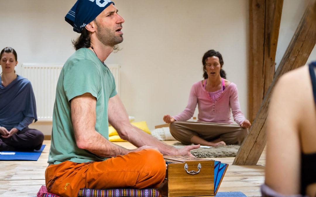 Spirit Flow Klasse mit Peter und das Mantra zu Beginn…